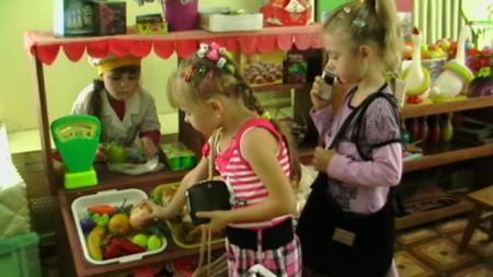 Сюжетно ролевая игра магазин в младшей группе фото ролевая игра карточки-семейные роли